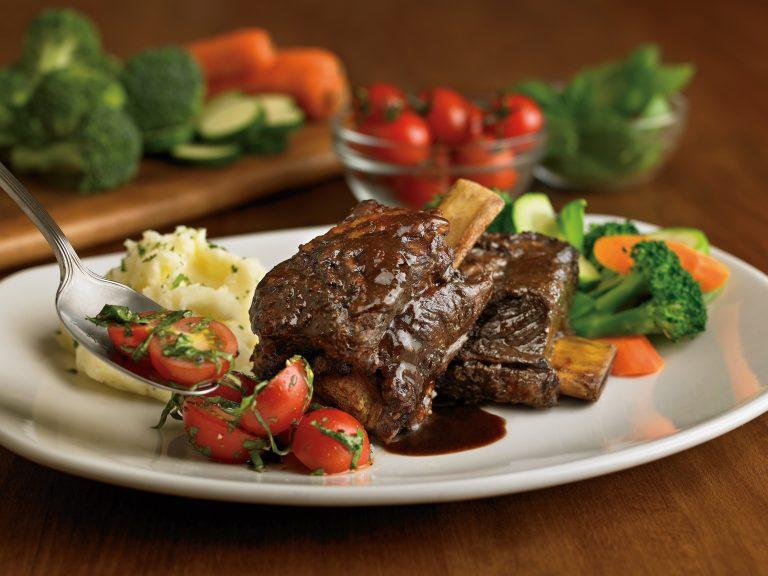 Outback Steakhouse presenta nuevo menú de temporada y promociones especiales para eventos deportivos